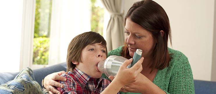 """Habitar em zonas pouco """"caminháveis"""" (pouco convidativas a andar a pé) pode aumentar o risco de desenvolvimento de asma em crianças"""